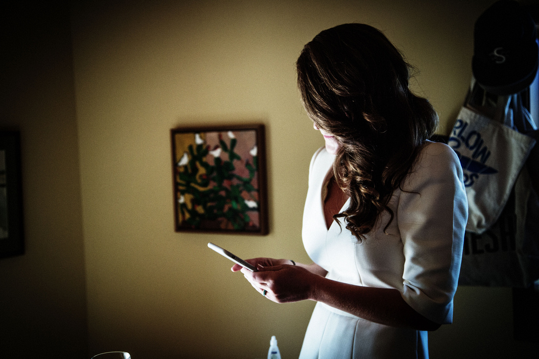 bride with cellphone